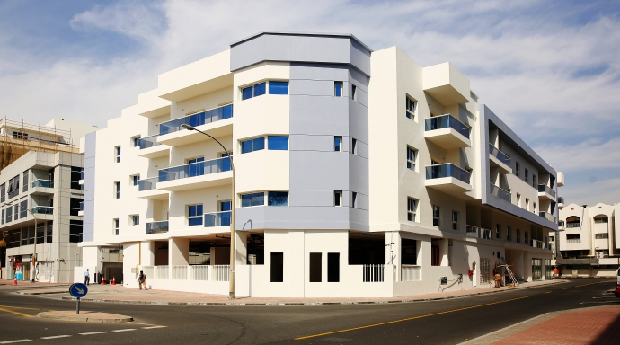 wasl pearl - 2 bedroom flat+ maid