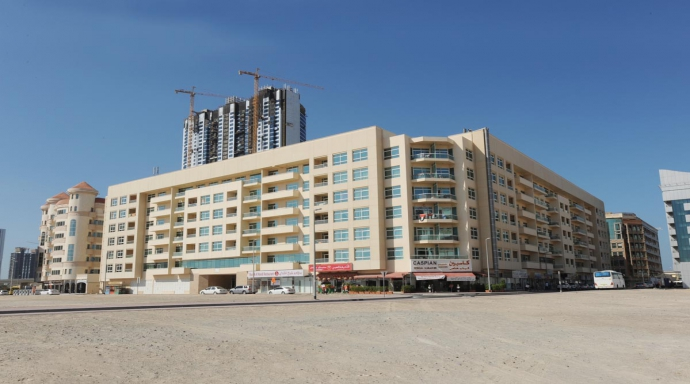 R441 - al barsha - shop